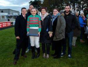Lynne-McLoughlin-winner-of-the-Corinthian-Challenge-series-with-her-supporters